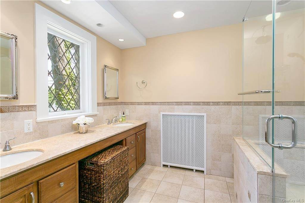 16. Single Family Home for Sale at 10 Hall Avenue Larchmont, New York, 10538 United States