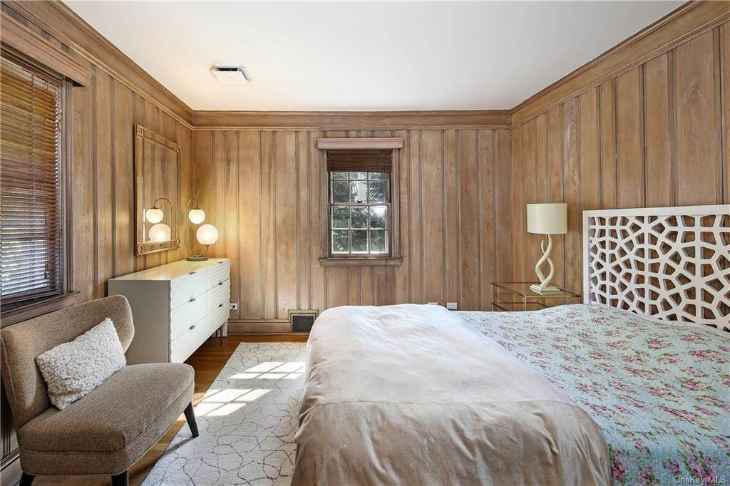 17. Single Family Home for Sale at 1 Hemlock Road Bronxville, New York, 10708 United States