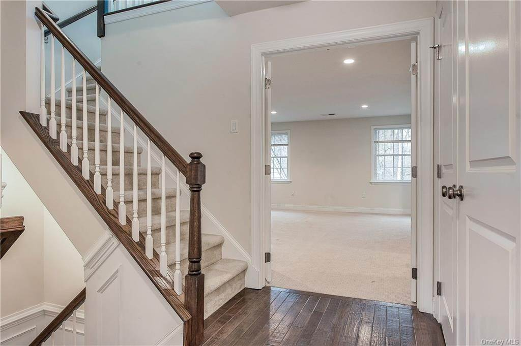 17. Single Family Home for Sale at 28 Deforest Drive Cortlandt Manor, New York, 10567 United States