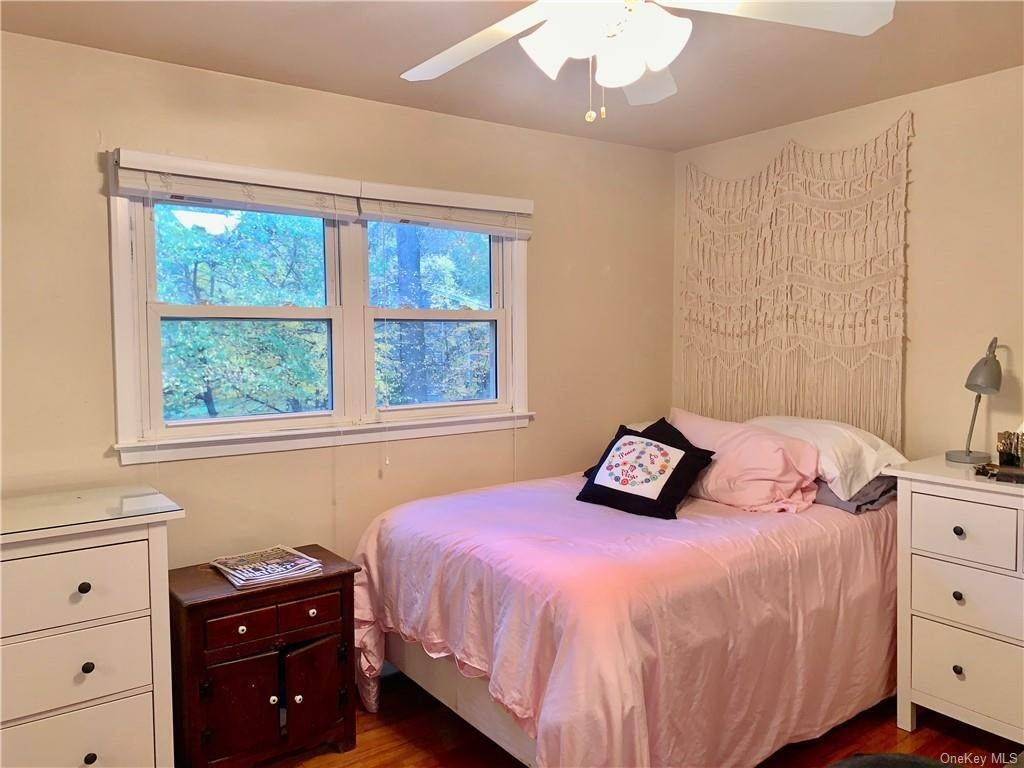 15. Single Family Home for Sale at 4 Glenside Drive New City, New York, 10956 United States