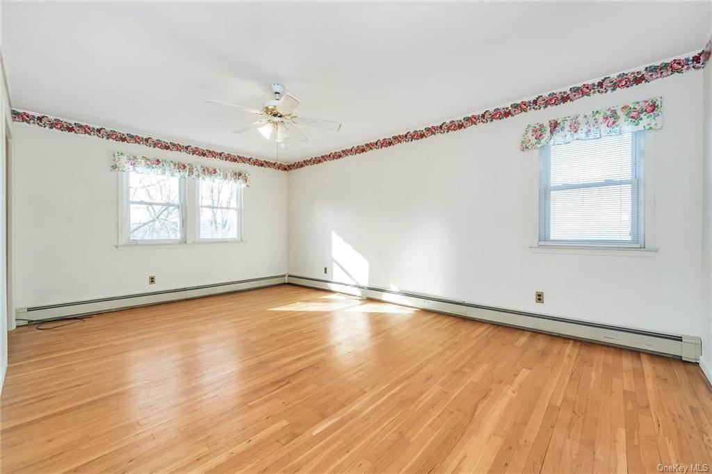 17. Single Family Home for Sale at 536 Commerce Street Hawthorne, New York, 10532 United States