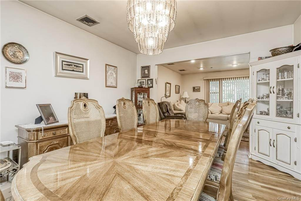 17. Single Family Home 为 销售 在 28 Forshay Road Monsey, 纽约, 10952 美国