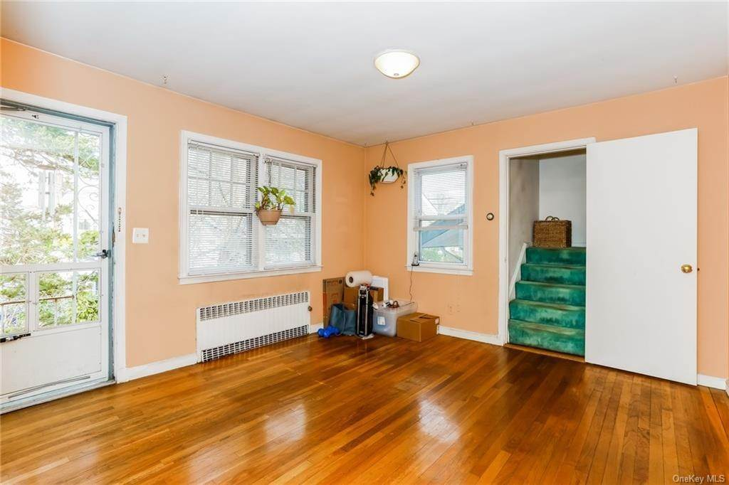 17. Single Family Home for Sale at 324 5th Avenue New Rochelle, New York, 10801 United States