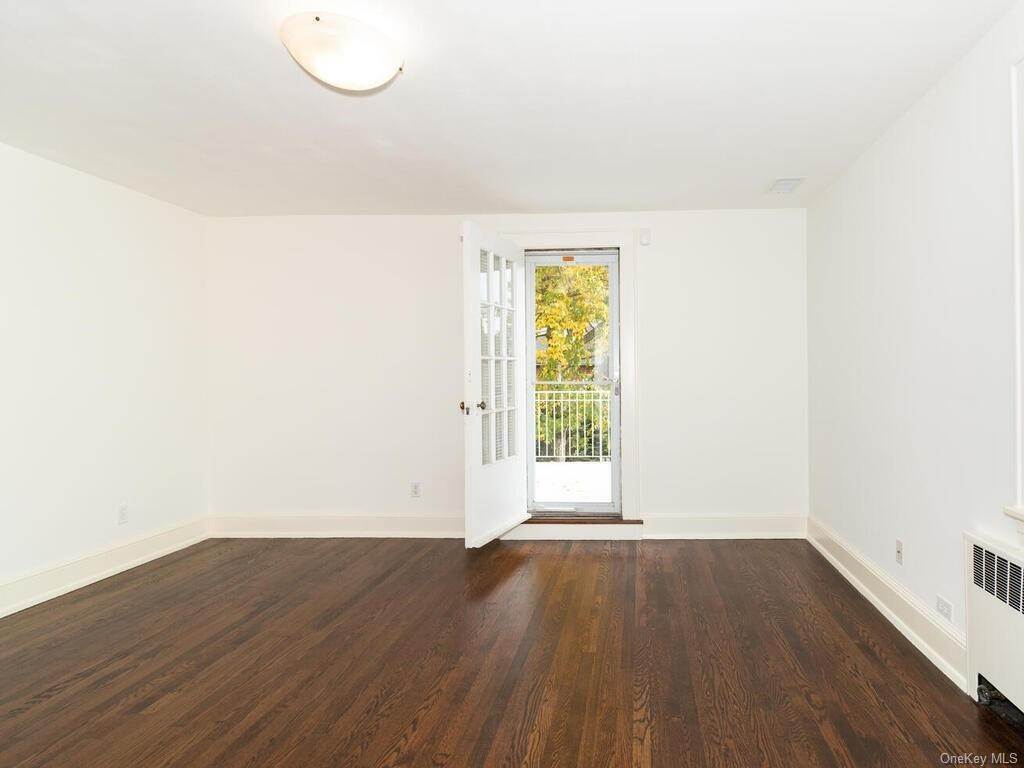 17. Single Family Home for Sale at 108 Seneca Avenue Yonkers, New York, 10710 United States
