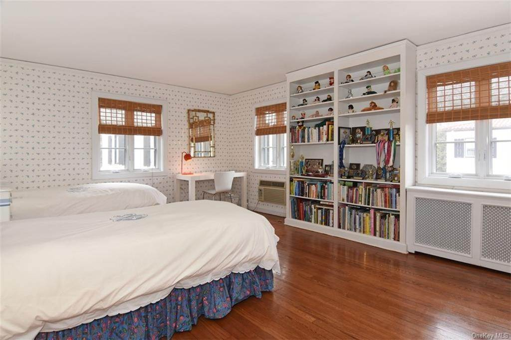 17. Single Family Home for Sale at 5 Park Avenue Terrace Bronxville, New York, 10708 United States