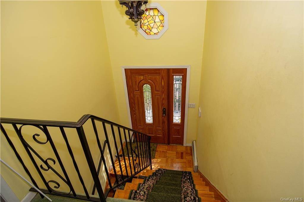 17. Single Family Home for Sale at 173 Hudson Terrace Yonkers, New York, 10701 United States