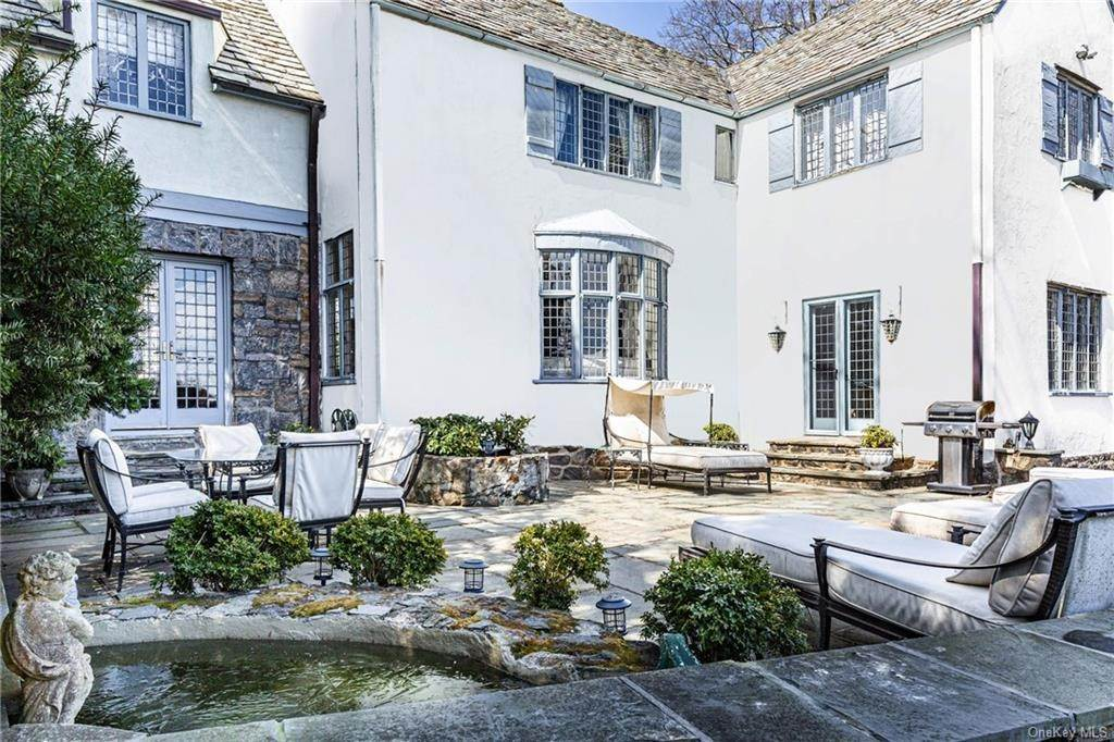 17. Single Family Home for Sale at 14 Courseview Road Bronxville, New York, 10708 United States