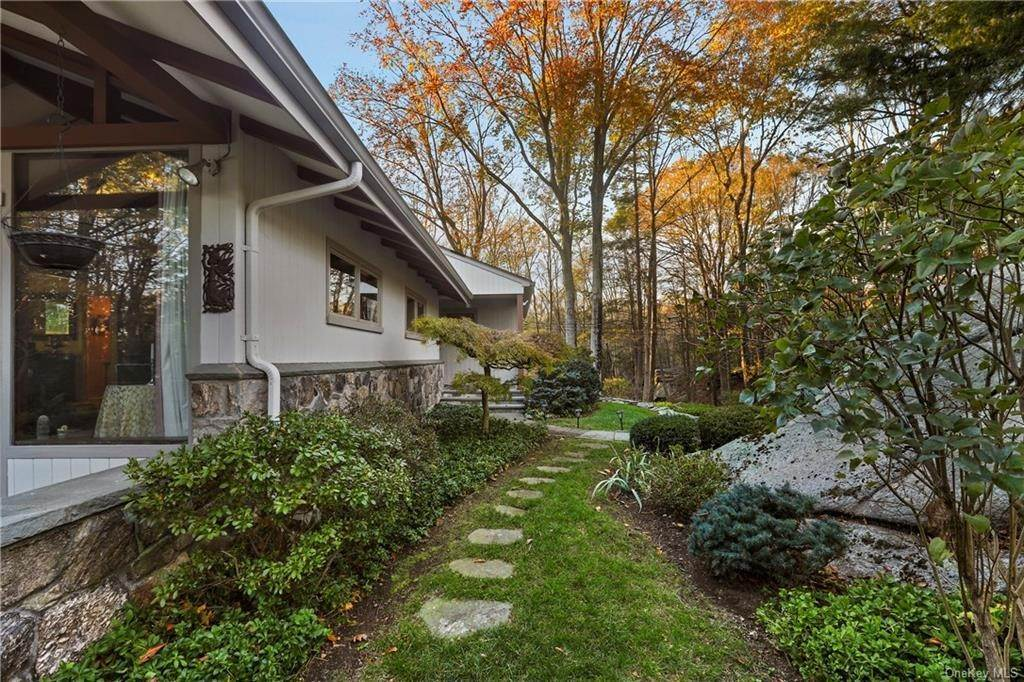 17. Single Family Home for Sale at 22 Bob Hill Road Pound Ridge, New York, 10576 United States