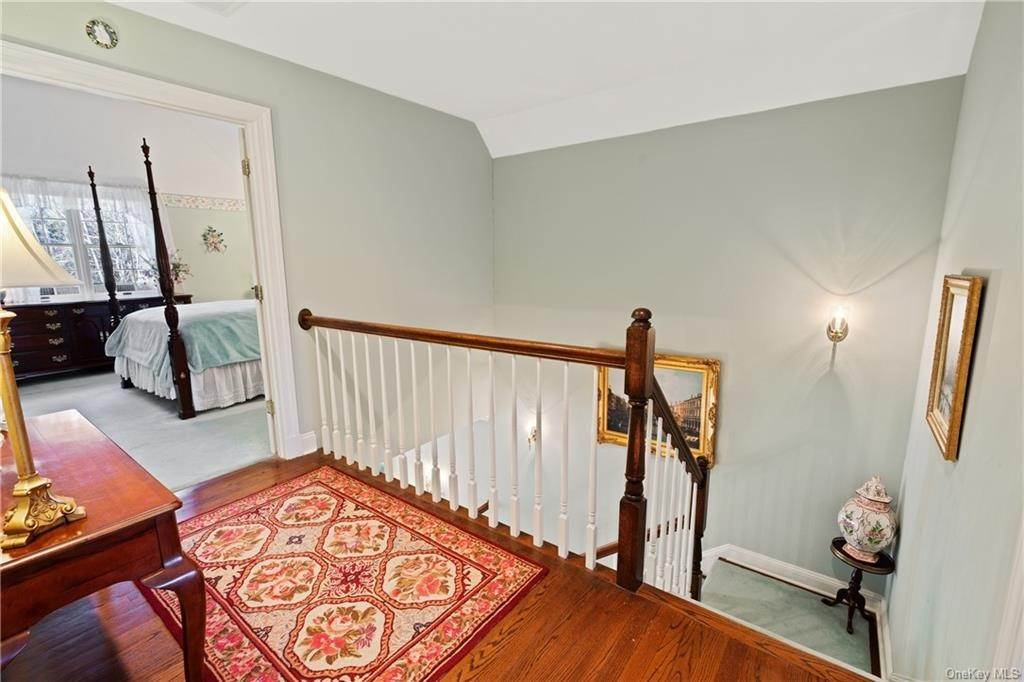17. Single Family Home for Sale at 44 Wyndham Close White Plains, New York, 10605 United States