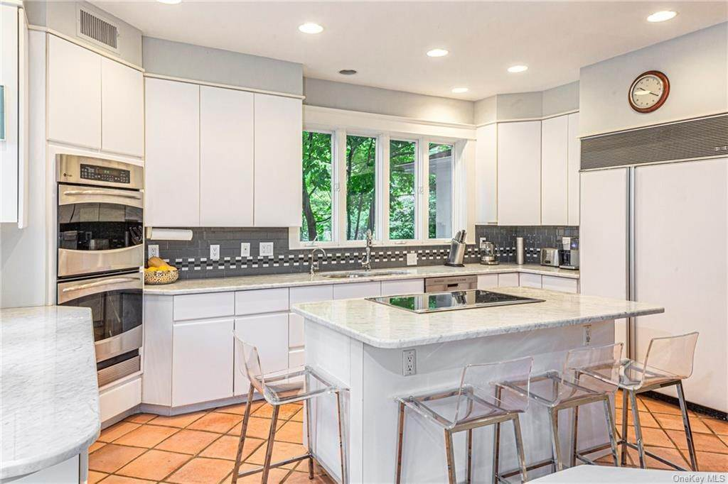 17. Single Family Home for Sale at 119 White Plains Road Bronxville, New York, 10708 United States