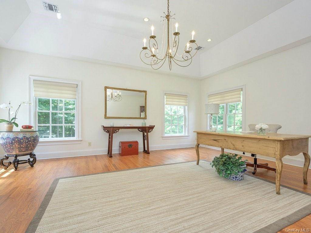 17. Single Family Home for Sale at 4 Thornbrook Lane Bedford, New York, 10506 United States
