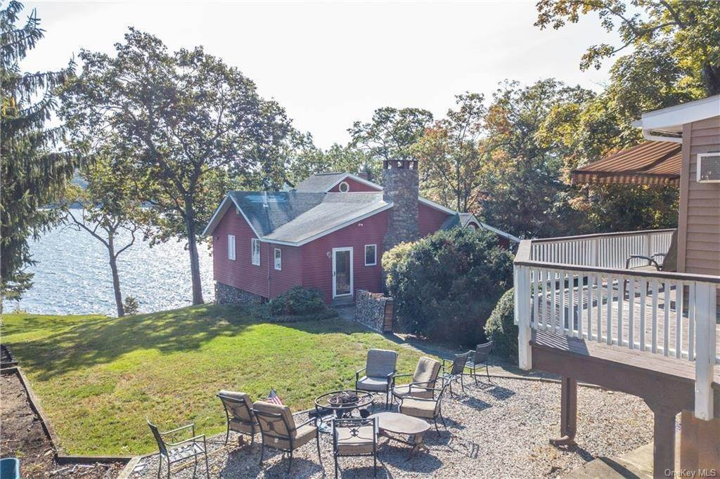 17. Single Family Home for Sale at 200 Jersey Avenue Greenwood Lake, New York, 10925 United States