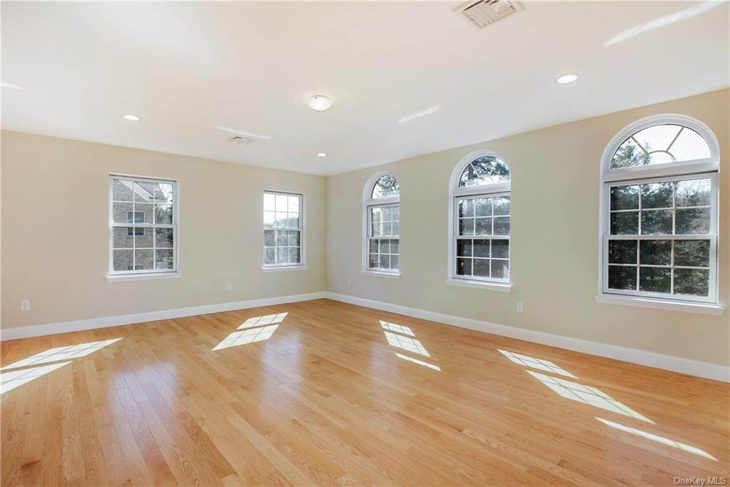 17. Single Family Home for Sale at 223 Sprain Road Scarsdale, New York, 10583 United States