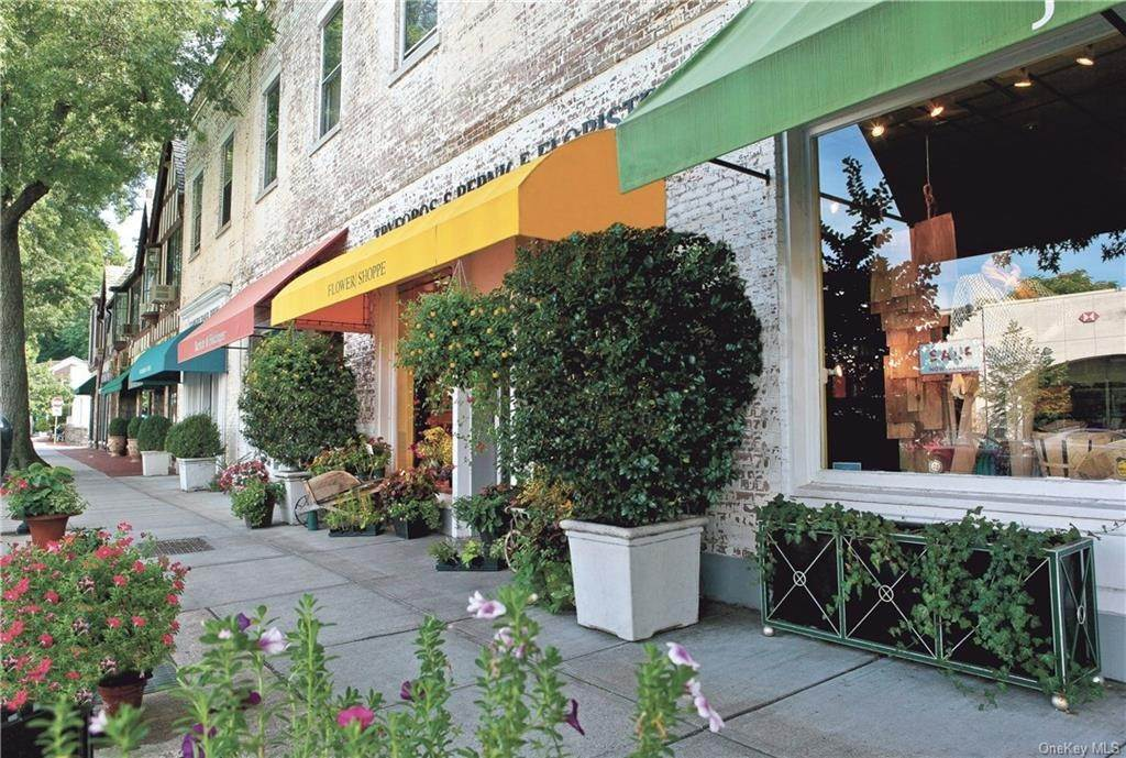 17. Single Family Home for Sale at 72 Pondfield Road W Bronxville, New York, 10708 United States