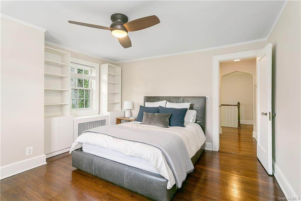 17. Single Family Home for Sale at 10 Hall Avenue Larchmont, New York, 10538 United States