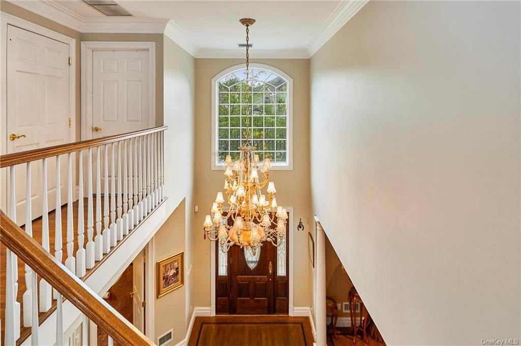 18. Single Family Home for Sale at 3 Mill Pond Lane New Rochelle, New York, 10805 United States
