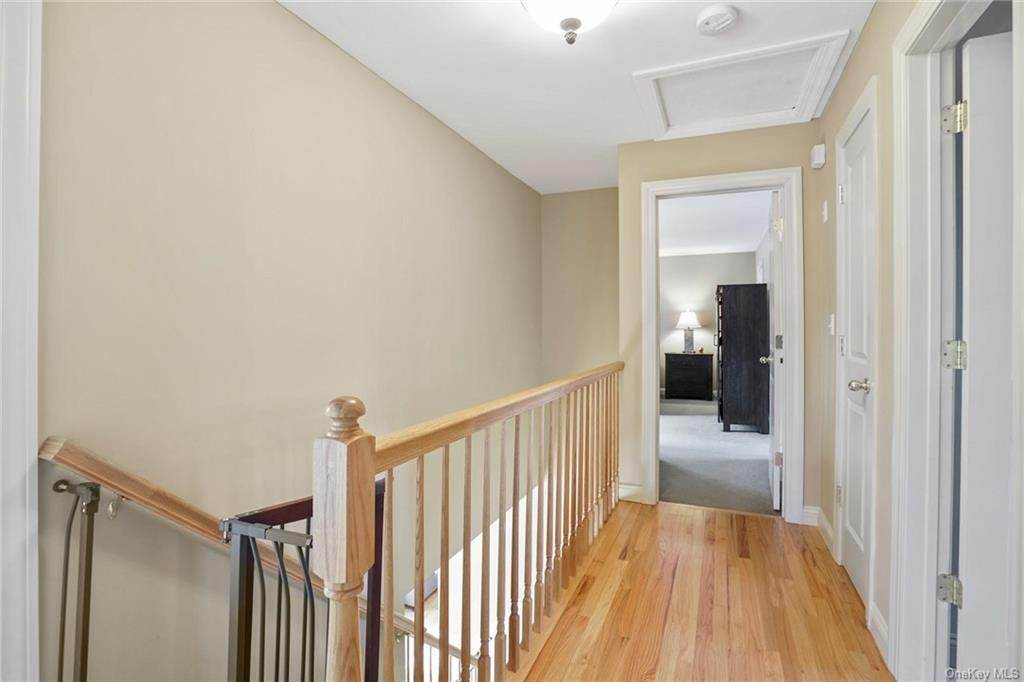 18. Single Family Home for Sale at 19 Coleman Drive Campbell Hall, New York, 10916 United States