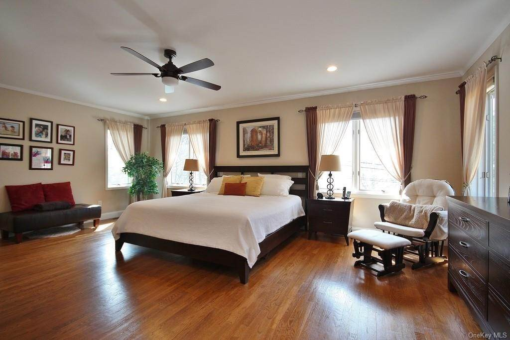 18. Single Family Home for Sale at 151 Revolutionary Road Briarcliff Manor, New York, 10510 United States