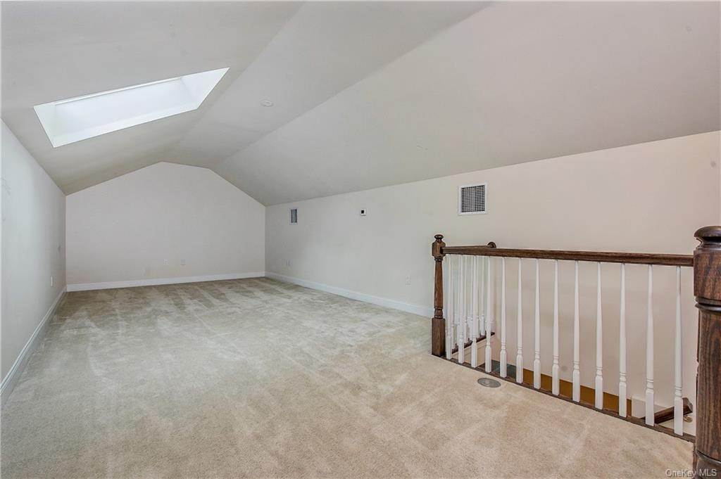 18. Single Family Home for Sale at 28 Deforest Drive Cortlandt Manor, New York, 10567 United States
