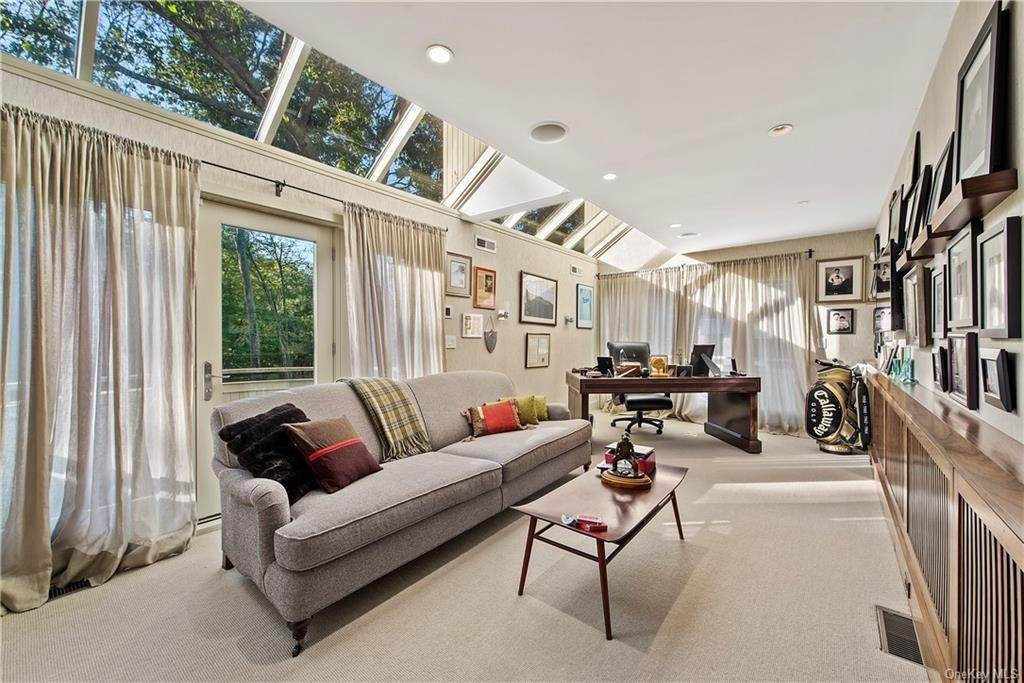 18. Single Family Home for Sale at 10 Beech Hill Lane Pound Ridge, New York, 10576 United States