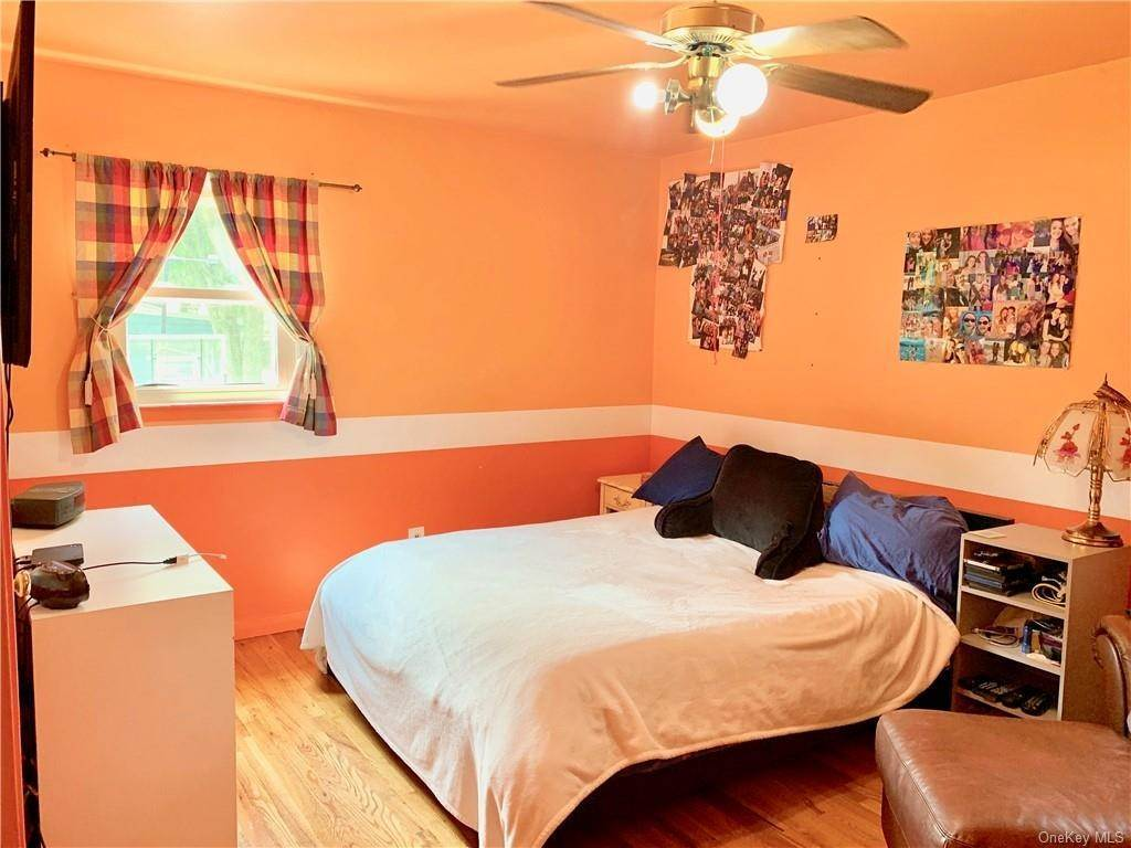 16. Single Family Home for Sale at 4 Glenside Drive New City, New York, 10956 United States