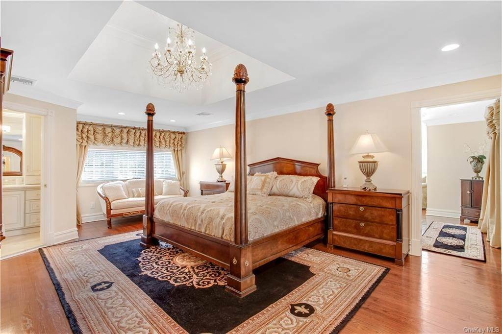 18. Single Family Home for Sale at 4 Meadowbrook Road White Plains, New York, 10605 United States