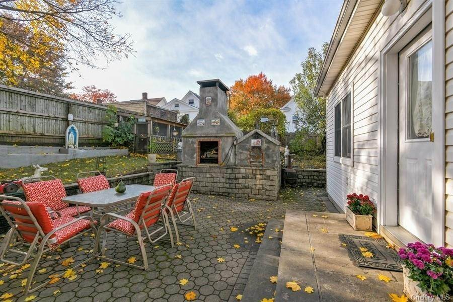 18. Single Family Home for Sale at 9 Garden Street Ossining, New York, 10562 United States