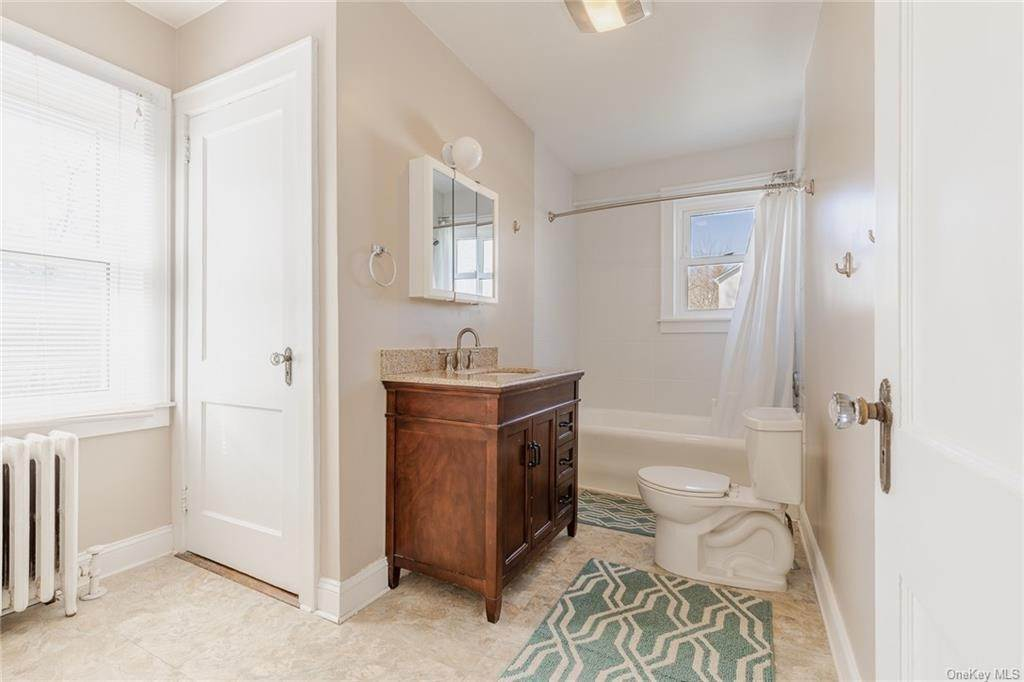 18. Single Family Home for Sale at 25 North Street Bedford Hills, New York, 10507 United States