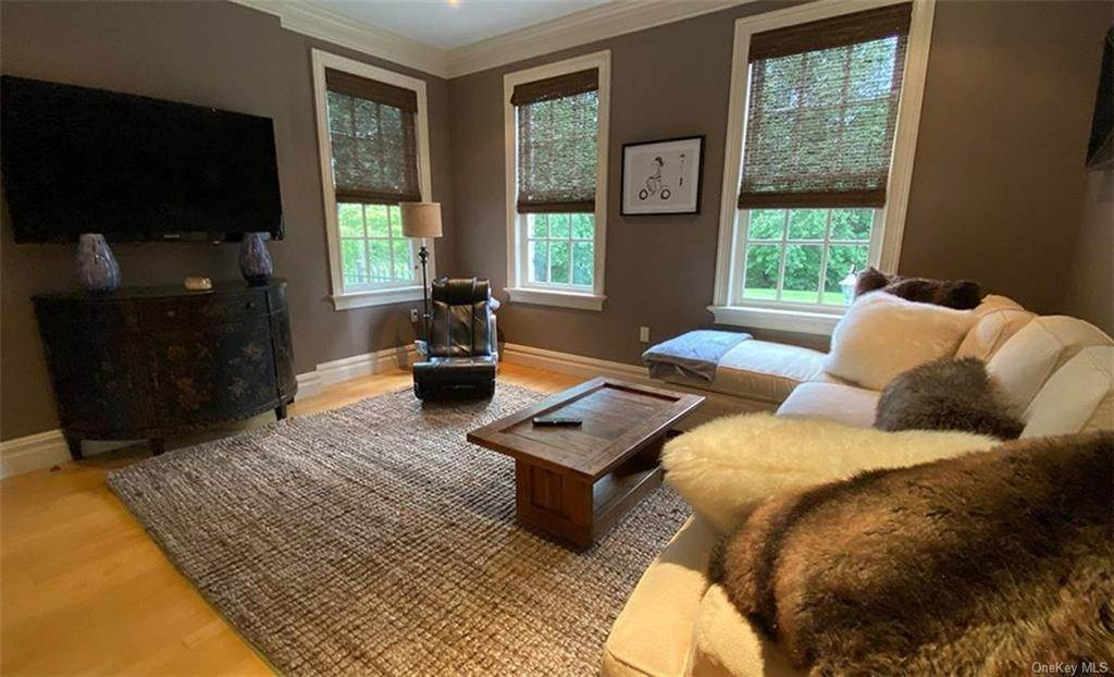 18. Single Family Home for Sale at 75 Summit Road Tuxedo Park, New York, 10987 United States