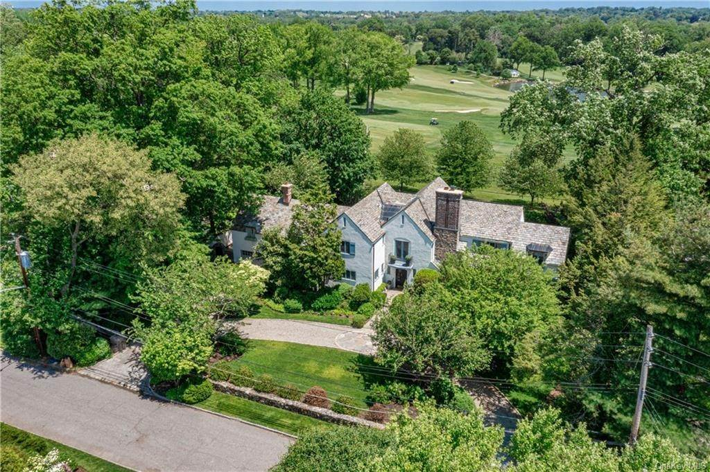 18. Single Family Home for Sale at 14 Courseview Road Bronxville, New York, 10708 United States