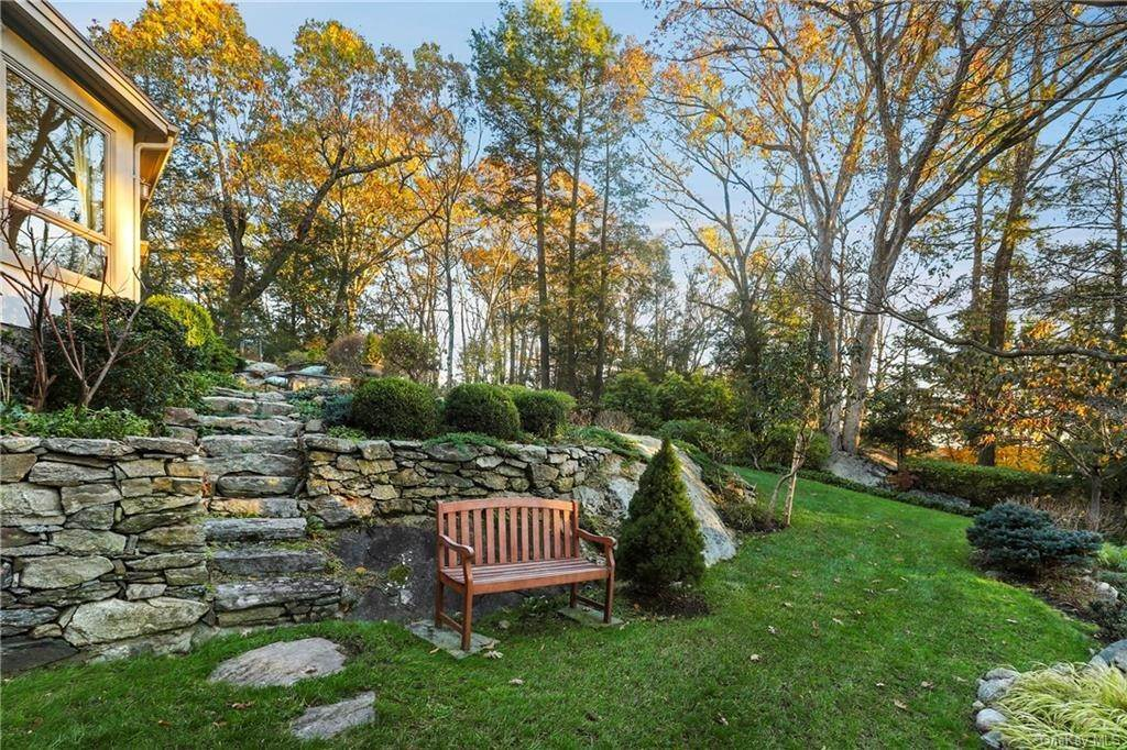 18. Single Family Home for Sale at 22 Bob Hill Road Pound Ridge, New York, 10576 United States