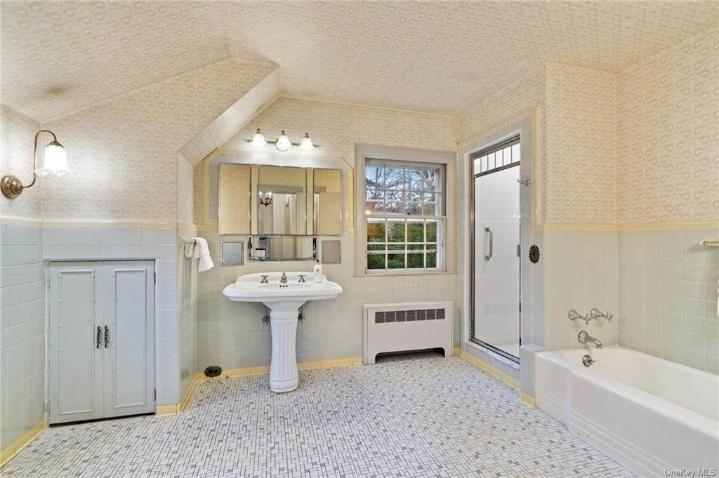 18. Single Family Home for Sale at 3 Richbell Road Scarsdale, New York, 10583 United States