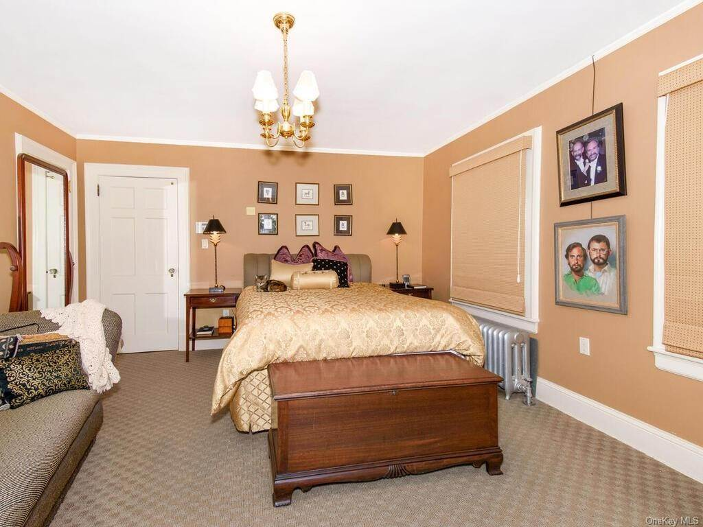 18. Single Family Home for Sale at 10 Belmont Place Yonkers, New York, 10701 United States