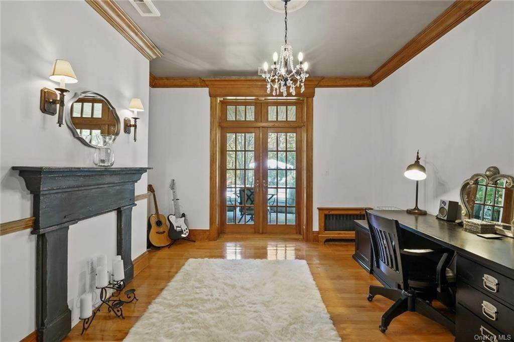 18. Single Family Home for Sale at 10 Greenwich Avenue Central Valley, New York, 10917 United States