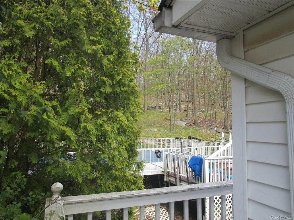 18. Single Family Home for Sale at 9 Kingsville Drive Monroe, New York, 10950 United States