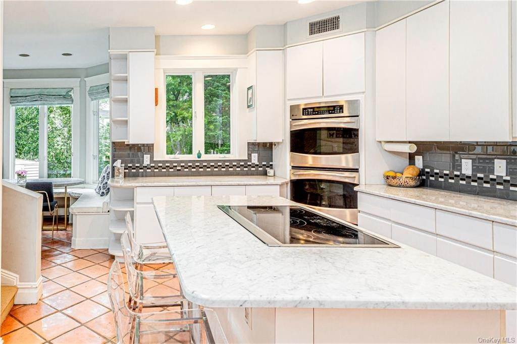 18. Single Family Home for Sale at 119 White Plains Road Bronxville, New York, 10708 United States