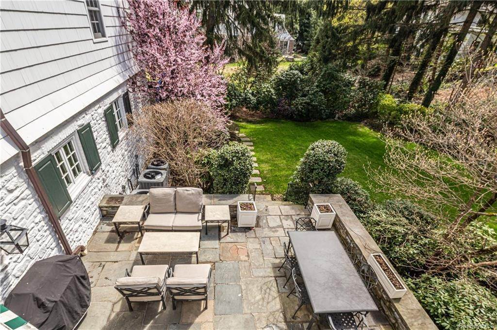 18. Rental Communities for Rent at 25 Moore Road Bronxville, New York, 10708 United States