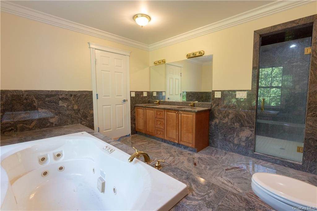 18. Single Family Home for Sale at 51 Juniper Terrace Tuxedo Park, New York, 10987 United States
