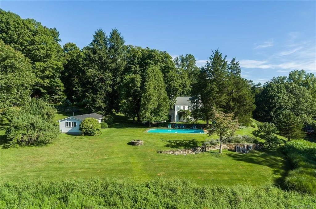 18. Single Family Home for Sale at 129 Fox Lane Bedford Corners, New York, 10549 United States
