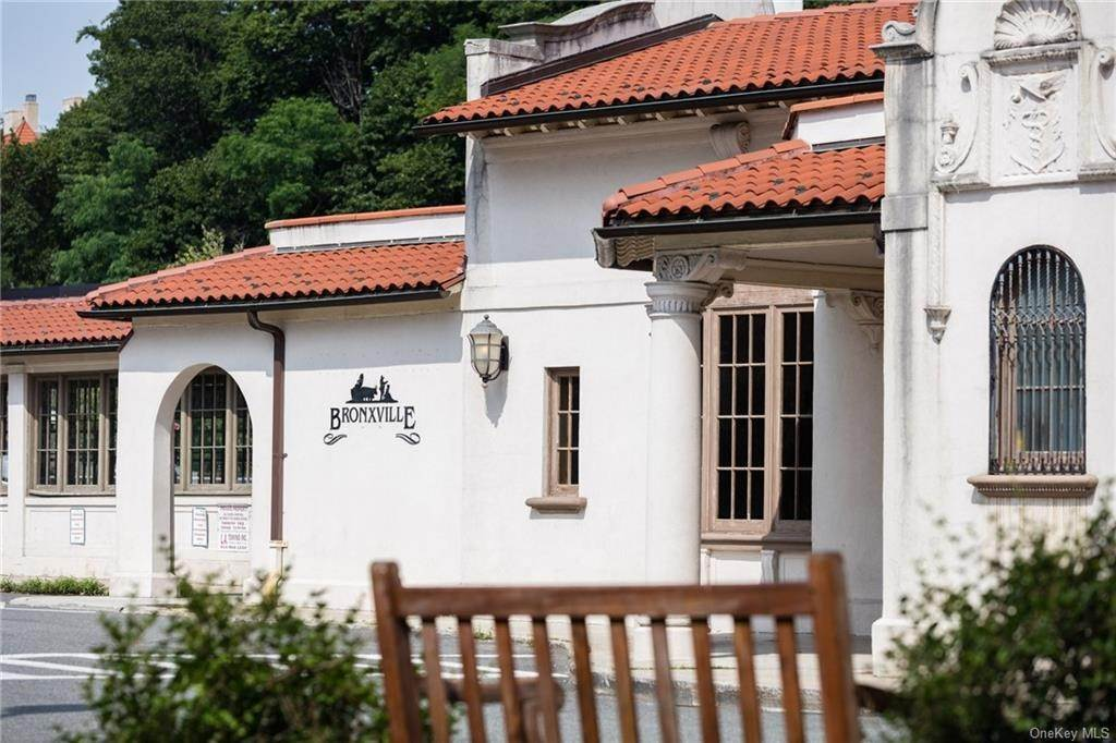18. Single Family Home for Sale at 72 Pondfield Road W Bronxville, New York, 10708 United States