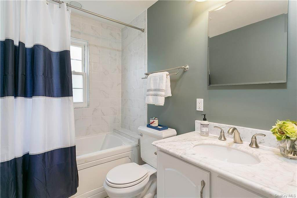 18. Single Family Home for Sale at 10 Hall Avenue Larchmont, New York, 10538 United States