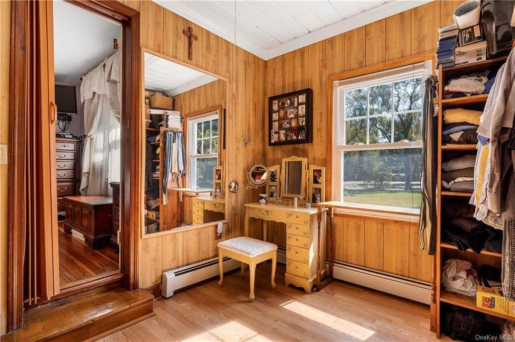 18. Single Family Home for Sale at 162 Byram Lake Road Bedford Corners, New York, 10549 United States