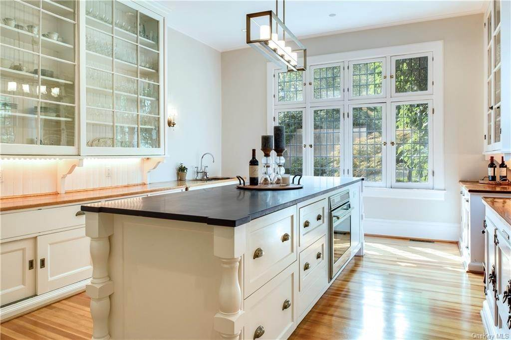 19. Single Family Home for Sale at 10 Broad Brook Road Bedford Hills, New York, 10507 United States