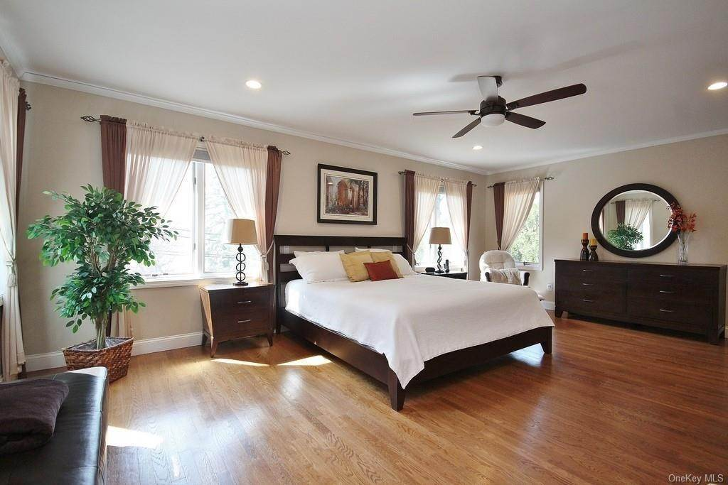 19. Single Family Home for Sale at 151 Revolutionary Road Briarcliff Manor, New York, 10510 United States