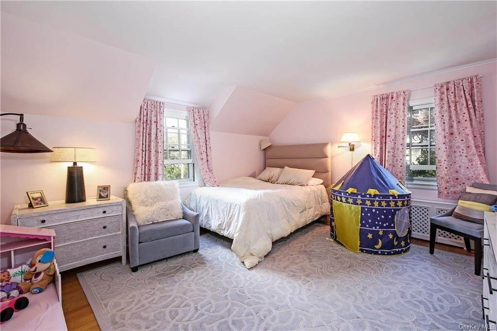 19. Single Family Home for Sale at 1 Hemlock Road Bronxville, New York, 10708 United States