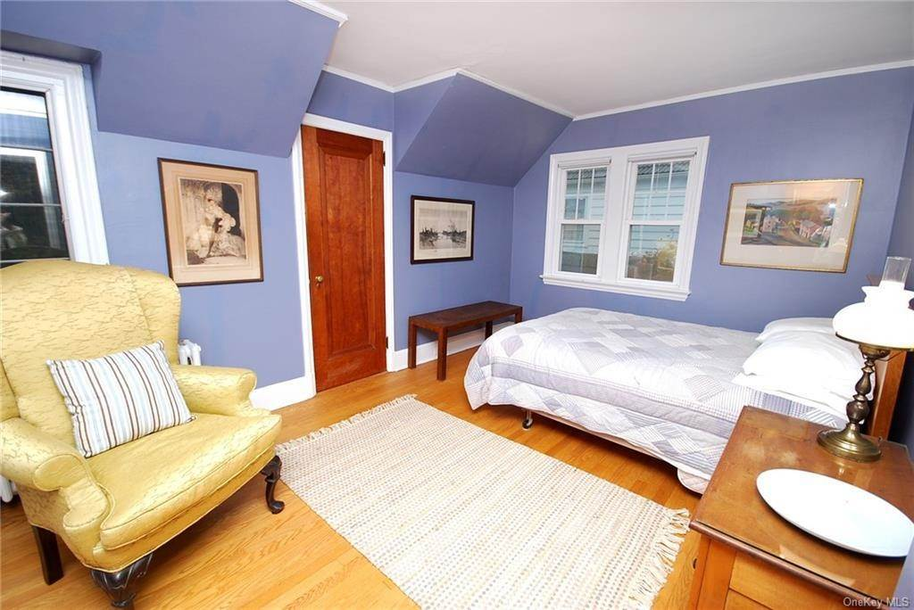 19. Single Family Home for Sale at 28 Wiltshire Street Bronxville, New York, 10708 United States