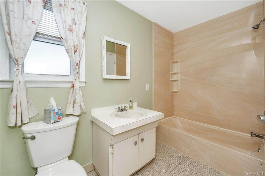 19. Single Family Home for Sale at 536 Commerce Street Hawthorne, New York, 10532 United States