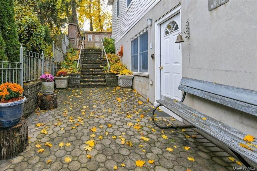 19. Single Family Home for Sale at 9 Garden Street Ossining, New York, 10562 United States
