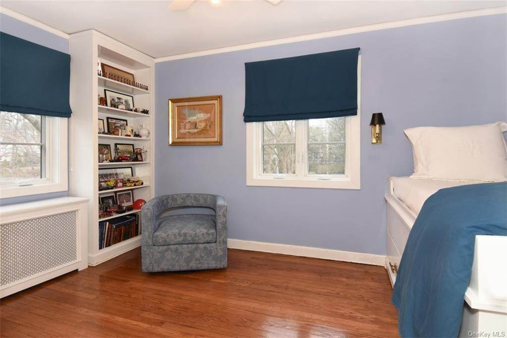 19. Single Family Home for Sale at 5 Park Avenue Terrace Bronxville, New York, 10708 United States