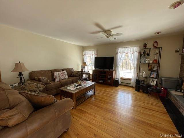 19. Single Family Home por un Venta en 8 Conklin Road Warwick, Nueva York, 10990 Estados Unidos